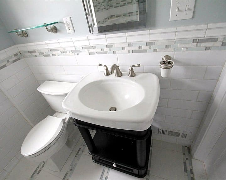 bathroom with neutral tile colors
