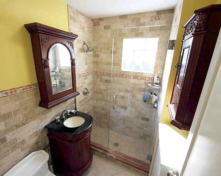 Small bathroom remodel ideas photo gallery angie 39 s list for Bathroom remodel 85382