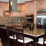 kitchen with neutral backsplash colors