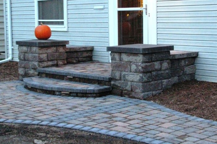 Matching the stone from your front walk can add a nice accent to your stoop. (Photo courtesy of Angie's List member Douglas H. of Edina, Minn.)