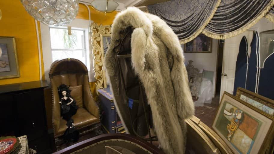 Antiques, Art, Fur Coat And Valuables In Need Of Appraisal
