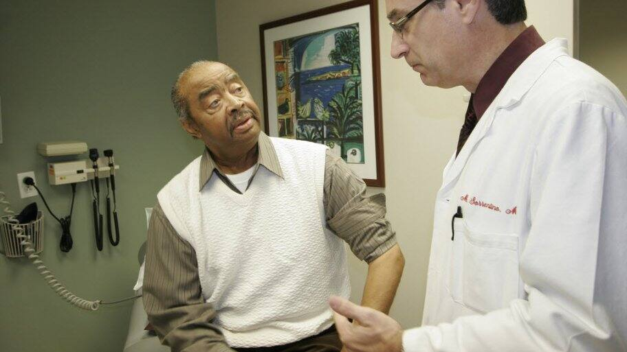 Cardiologist meets with a patient