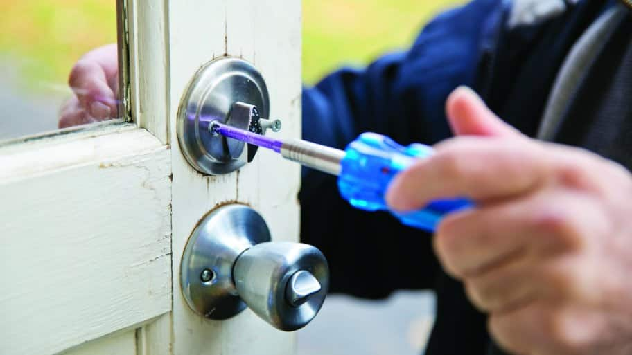 Locksmiths Say Deadbolt Key to Home Security | Angie\'s List