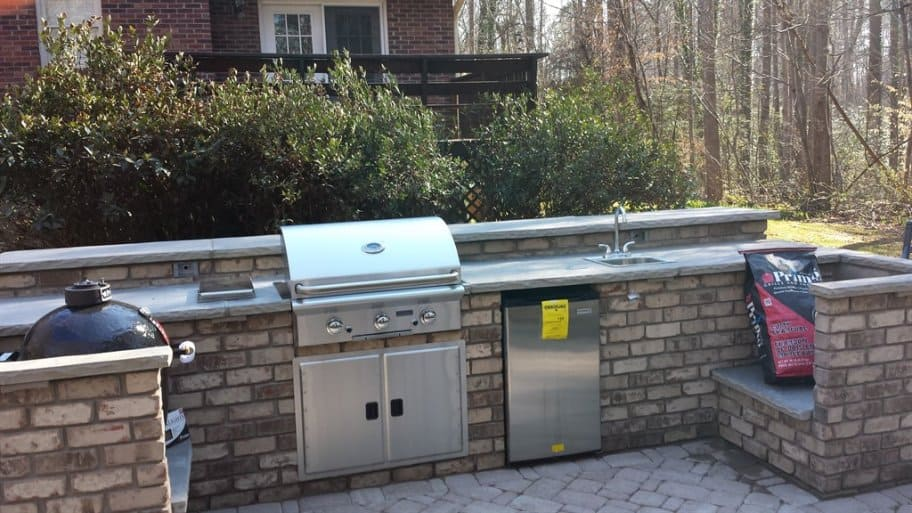 outdoor kitchen, backyard kitchen, outdoor grill, outdoor seating, outdoor fireplace, outdoor sink